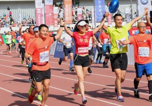 马拉松跑不宜穿紧身运动衣裤